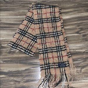 Authentic Burberry scarf 78% merino 22% polyester